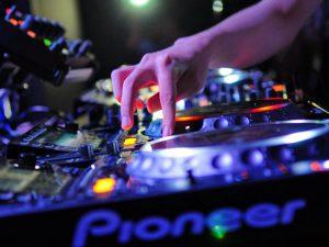 praca i zarobki DJa