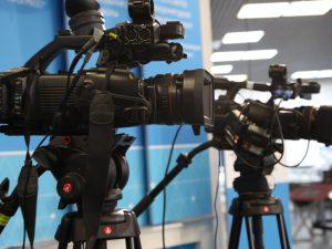 pozycz odpowiednia kamere w wypozyczalni sprzetu filmowego